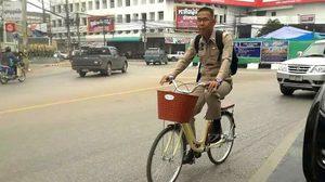 แห่กดไลค์! ภาพผู้ว่าฯ เมืองเลย ปั่นจักรยานไปทำงาน
