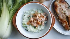 สูตรเด็ดหนูน้อย ข้าวหน้าปลาแซลมอนกับผักกวางตุ้ง