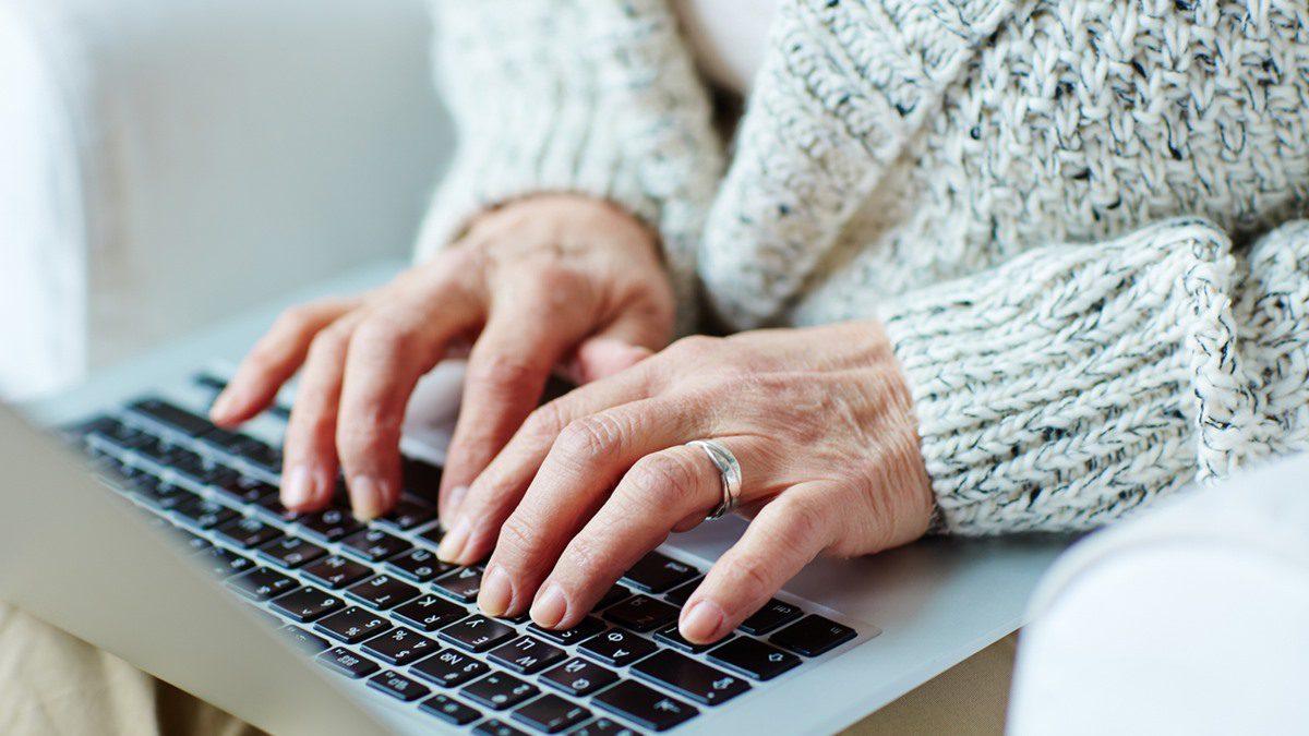 รู้ไหม มือเหี่ยวย่น ตัวการบอกอายุ มาดูวิธีถนอมมือให้เรียบเนียน