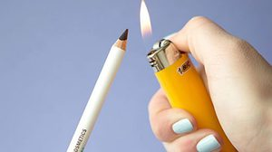 DIY เปลี่ยนอายไลเนอร์ดินสอ เป็นเจลไลเนอร์ ภายใน 1 วินาที