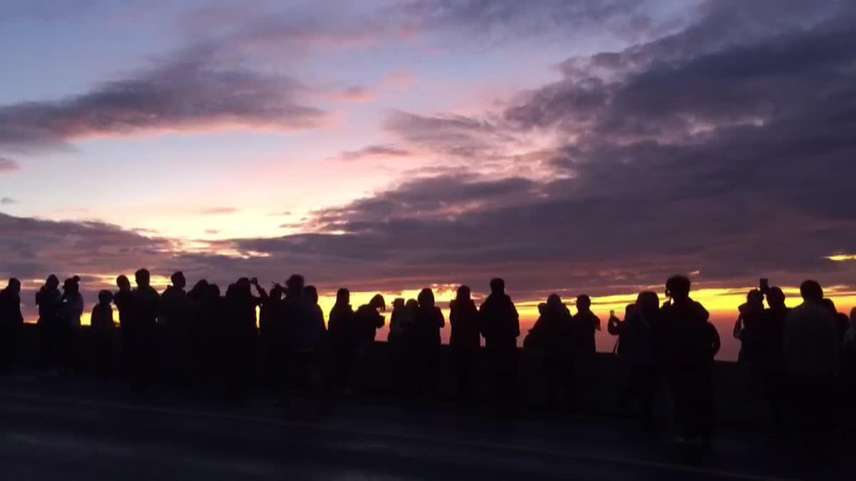 นักท่องเที่ยวแห่ขึ้น 'ดอยอินทนนท์' คาดหยุดสุดสัปดาห์แตะ 5 พันคน