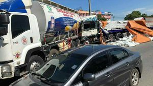 ระทึก! รถชนกันหลายคันรวด บนถนนกาญจนาภิเษก บางใหญ่