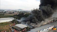 ไฟไหม้โกดังสินค้า ริมถนนมอเตอร์เวย์สาย 7 ระดมรถดับเพลิงกว่า 30 คัน