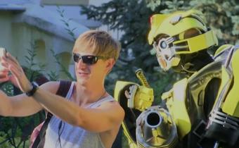 คู่รักยูเครนสร้างชุดหุ่นยนต์ทรานส์ฟอร์เมอร์