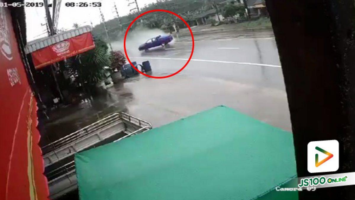 อุทาหรณ์ฝนตกถนนลื่นอย่างขับเร็วไม่งั้นระวังเป็นแบบนี้ อ.ปะเหลียน จ.ตรัง (07-01-62)