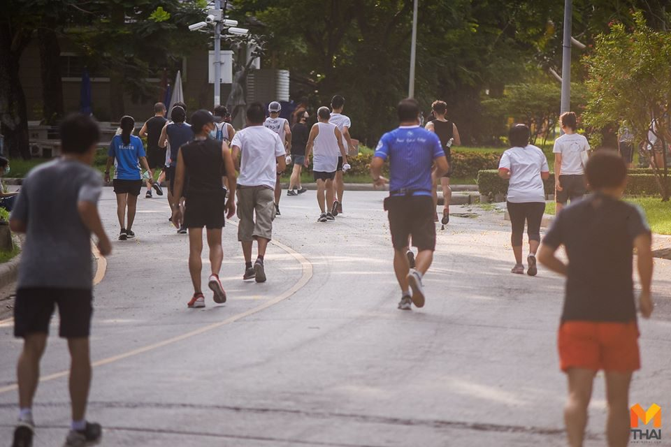 คนรักสุขภาพ ออกกำลังกายสวนลุมพินี เน้นย้ำรักษามาตรการ ผ่อนปรนสวนสาธารณะ