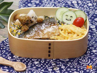 ไอเดีย ข้าวเหมียวกับปลาซาบะย่างซอส กล่องข้าวน่ารักของหนูน้อย