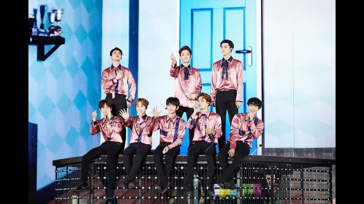 ภาพบรรยากาศคอนเสิร์ต EXO PLANET #3 – The EXO'rDIUM [dot]
