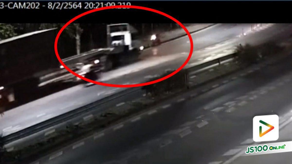 จยย.ย้อนศรเฉี่ยวชนกับรถบรรทุก ก่อนถูกทับร่างซ้ำ เสียชีวิต (08/02/2021)