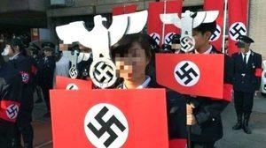 นักเรียนไต้หวัน จัดขบวนพาเหรดเลียนแบบนาซี