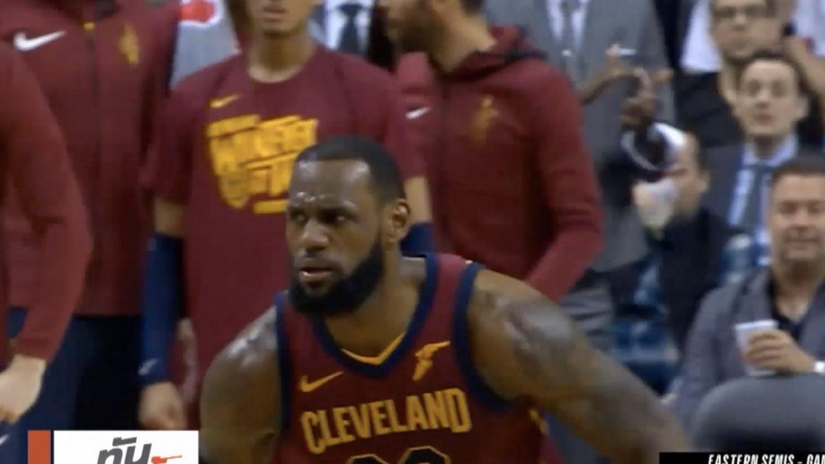 """""""คิงเจมส์"""" นำแคฟส์สยบไดโนเสาร์ NBA เพลย์ออฟรอบสอง"""