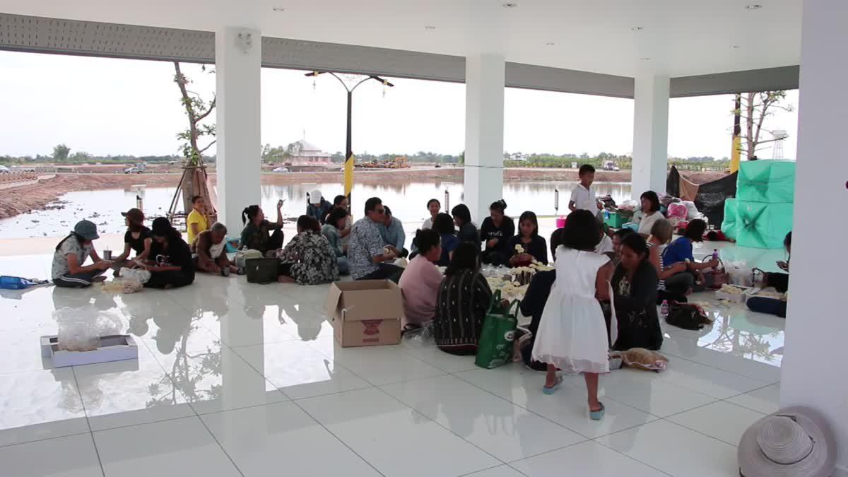 ประชาชนหลั่งไหลเข้าชมฌาปนสถาน 'หลวงพ่อคูณ ปริสุทโธ'