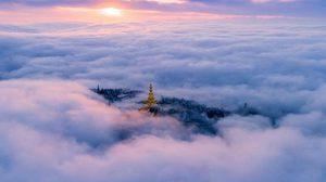 สวยงาม ภาพเขาง้อไบ๊ ยืนตระหง่านท่ามกลางเมฆหมอก