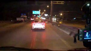 แฉพฤติกรรมฉาวเก๋งขาวขวางรถฉุกเฉิน ชนคนขี่รถจยย. แขนเกือบขาด