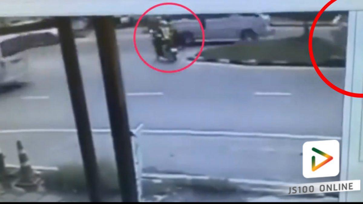 รถตู้ชนกับรถจักรยานยนต์ตำรวจ!! (03-03-61)