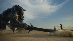 """""""ออพติมัส ไพรม์"""" ปะทะ """"บัมเบิลบี"""" ในตัวอย่างแรกของ Transformers: The Last Knight"""