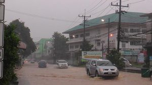เตือน!! 6-7 เม.ย. ภาคใต้-ภาคตะวันออกระวังฝนตกหนัก น้ำท่วมฉับพลัน