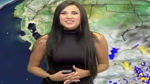 ฮือฮา! ชาวเน็ตตาไวจับผิดภาพผู้ประกาศสาวใส่กางเกงรัดเป้ารายงานข่าว(คลิป)