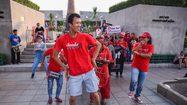 'เอกชัย' นำกลุ่มคนอยากเลือกตั้ง เต้นเพลง กังนัม สไตล์