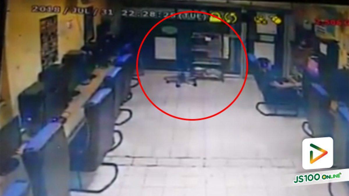 คลิปนาทีเก๋งซิ่งแหกโค้งพุ่งชนเข้าร้านเกมส์ย่านพระประแดง มีผู้ได้รับบาดเจ็บ 4 คน (01-08-61)