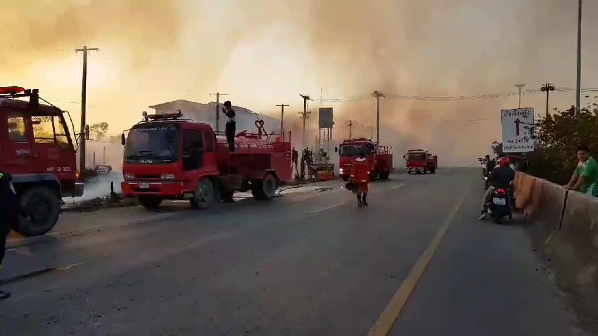 ไฟไหม้ร้านค้าไม้พาเลส ริมถนนบางปะอิน-อยุธยา วอด 4 คูหา