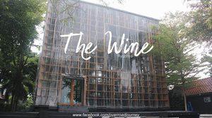 The Wine Ayudhya คาเฟ่ทรงกล่อง ดีไซน์ล้ำกลางกรุงเก่า