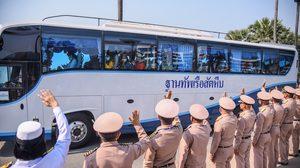 คนไทยจากอู่ฮั่น กลับบ้านแล้ว หลังเฝ้าระวังครบ 14 วัน ทัพเรือจัดแถวโบกมือลา