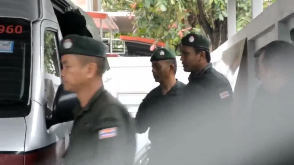 2 ตำรวจเมืองคอน ชี้แจงกรณีถ่ายภาพคู่ 'เสก โลโซ'