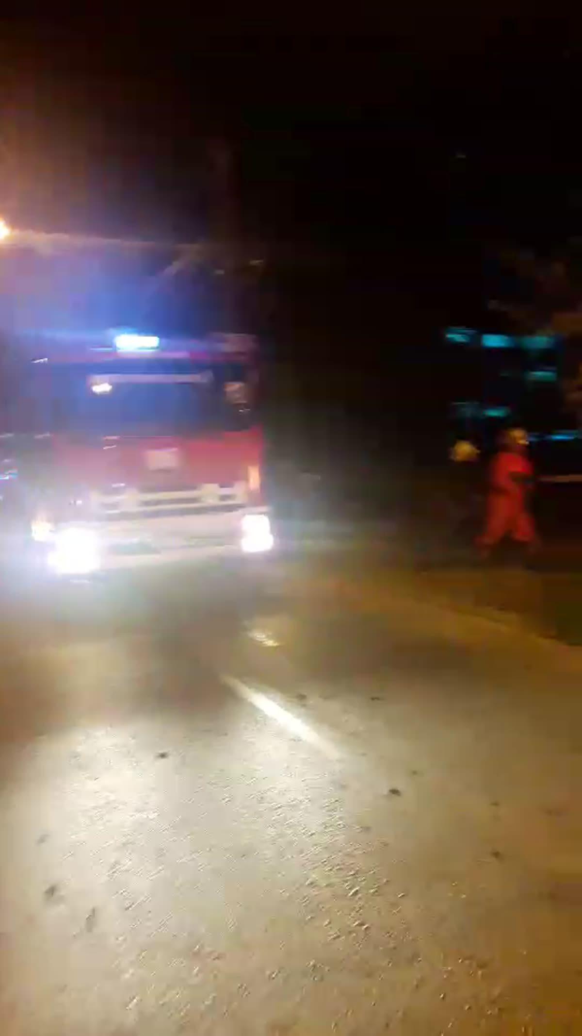 ไฟไหม้แท็กซี่ จอดทิ้งไว้ย่านนทบุรี ทำเปลวไฟสูง 5 เมตร คาดแก๊สรั่ว