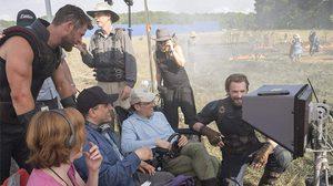 ผู้กำกับ Avengers 4 ทวีตข้อความปิดกล้อง พร้อมโพสต์ภาพปริศนาแสงสีฟ้า?