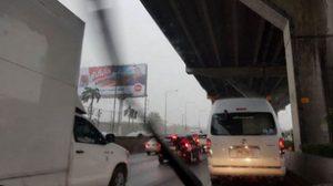 ฝนถล่มกรุง! น้ำท่วมขังหลายเส้นทาง ทำจราจรติดขัด