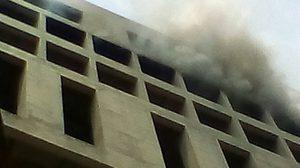 เกิดเหตุไฟไหม้อาคาร มศว. คุมได้แล้วเพลิง คาดไฟฟ้าลัดวงจร
