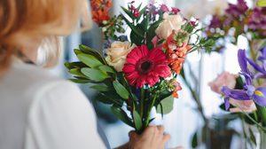 วิธี จัดดอกไม้ตกแต่งบ้าน ราคาสบายกระเป๋าให้สวยหรูดูแพง