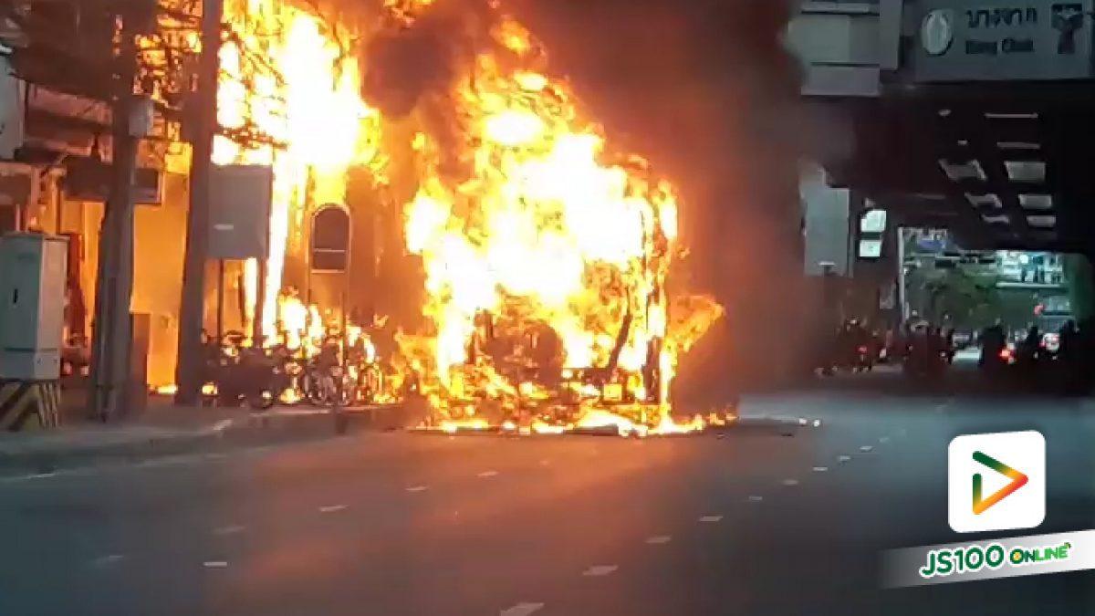 ระทึก!! ไฟไหม้รถประจำทาง บริเวณปากซอยสุขุมวิท 95/1  (25-07-61)
