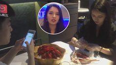 ร้านอาหารในเซี่ยงไฮ้ออกโปรโมชั่นสำหรับคนขี้เหงา ให้สาวสวยมาแกะ กุ้ง ให้กินกันสดๆ