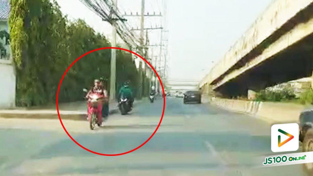 ย้อนศรกันจนเป็นเรื่องปกติ บนถนนพหลโยธิน ขาออก ในช่องคู่ขนาน ก่อนถึง ม.กรุงเทพ