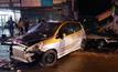รถยนต์พุ่งชนรถและร้านข้างทาง บาดเจ็บ 2 คน