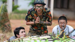 """Thailand Only #เมืองไทยอะไรก็ได้"" แจกโปรฯ ฮาเต็มสูบ มุกสดสะเทือนเก้าอี้โรงหนังเพียบ !"
