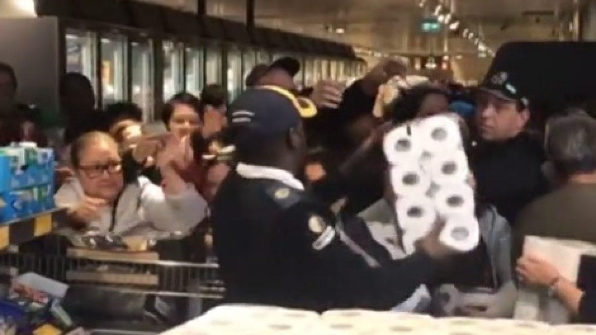 นาที ชาวออสเตรเลีย แย่งกันซื้อกักตุนกระดาษชำระ ในซูเปอร์มาร์เก็ต หวั่นโคโรนาระบาดหนัก