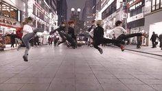 นี่สิสร้างสรรค์! แก๊งหนุ่มน้อย โชว์เต้นกลางย่านช้อปปิ้งเกาหลี