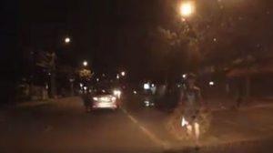 เกือบไปแล้ว! แค่หยุดรถให้คนข้ามถนน คันข้างหลังฉุนหนักหวิดมีเรื่อง