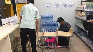 คนไทยไม่ทิ้งกัน ชายน้ำใจงาม-พนง.7-11 เข้าช่วยชายช้ำรักพาลูกน้อย แว้นกลับบ้านเกิดกลางดึก