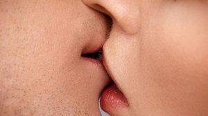 แพทย์เตือน จูบต้องระวัง เหตุเสี่ยงติดโรคได้