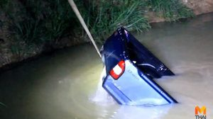 นายจ้างเศร้า! ลูกจ้างแอบเอารถไปขับ ขับตกสระน้ำ ก่อนพากันหลบหนี