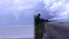 ระทึก!! เกิดพายุงวงช้างกลางทะเลตรัง ชาวประมงแล่นเรือหนีตาย