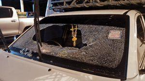 แก๊งปาหินอาละวาดที่ศรีสะเกษ เตือนผู้ใช้ถนนระวัง หลังรถขนพริกโดนจังๆ