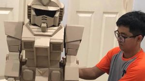 กดไลค์คุณพ่อนักประดิษฐ์ เนรมิตกระดาษลัง  เป็นชุดกันดั้มให้ลูกชาย