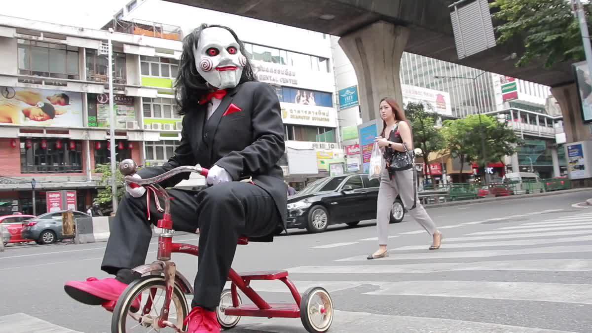 เข้าถึงมวลชน!! ตุ๊กตาบิลลี จาก Jigsaw โผล่ตามสถานที่ต่าง ๆ ทั่วกรุงเทพฯ #2