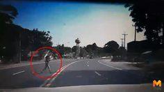เปิดคลิปเตือนภัย!! คนข้ามถนนไม่ดูรถหวิดเกิดเหตุสลด