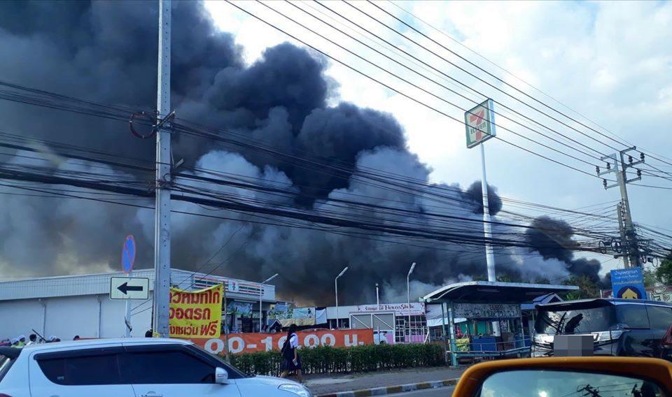 ไฟไหม้!! ใกล้ห้างดังย่านบางใหญ่ จ.นนทบุรี มีผู้บาดเจ็บ
